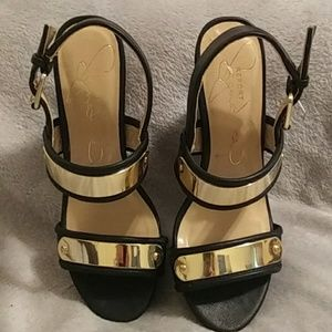 NWT on bottom Report Signature shoes
